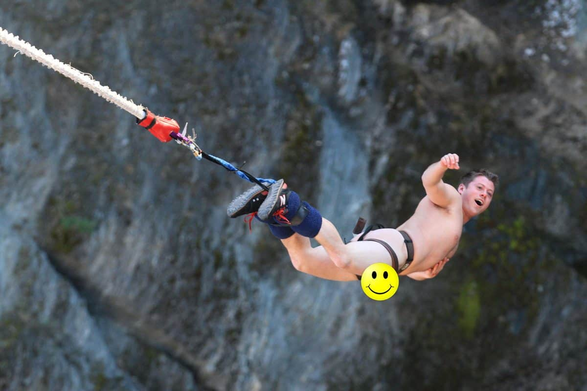 Naked Bungee Jumping in Queenstown, New Zealand [PHOTOS]
