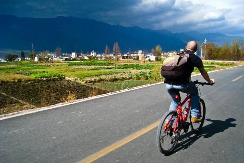 Peppe riding his bike out of Dali, Yunnan, China
