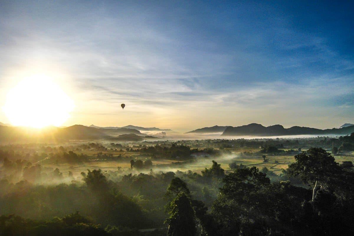 Sunrise hot air balloon in Vang Vieng, Loas