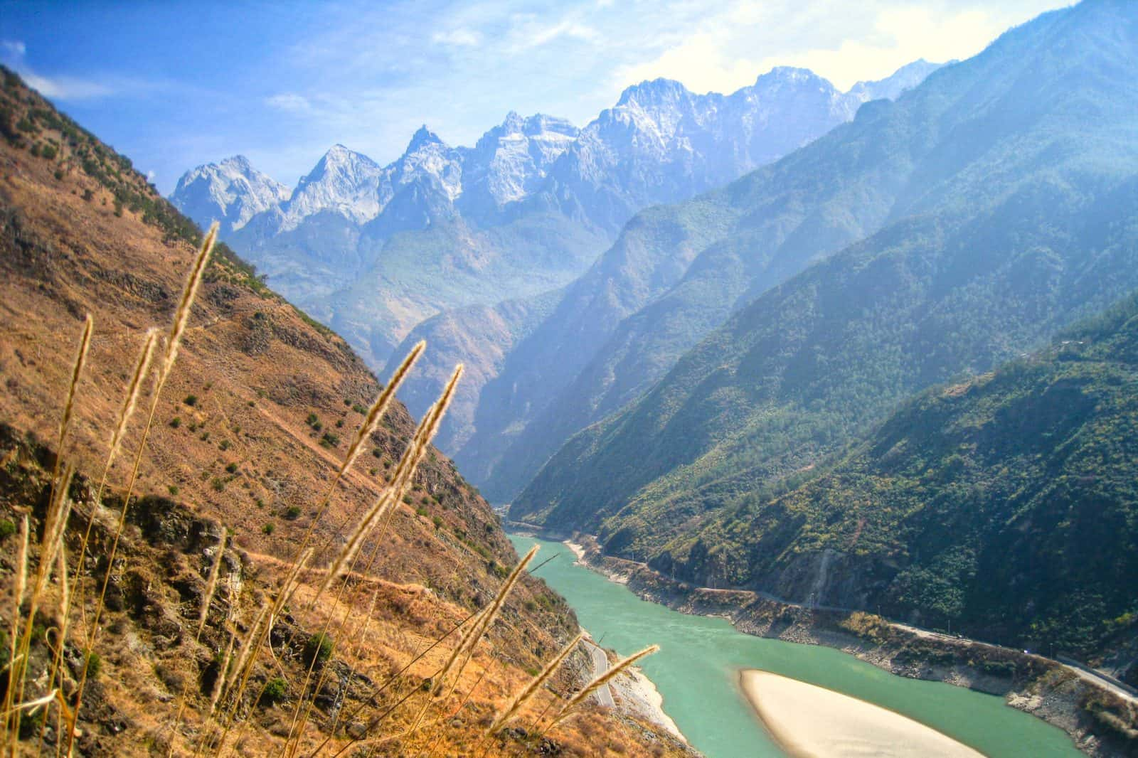 Traveling the world. Tiger Leaping Gorge, Yunnan, China.