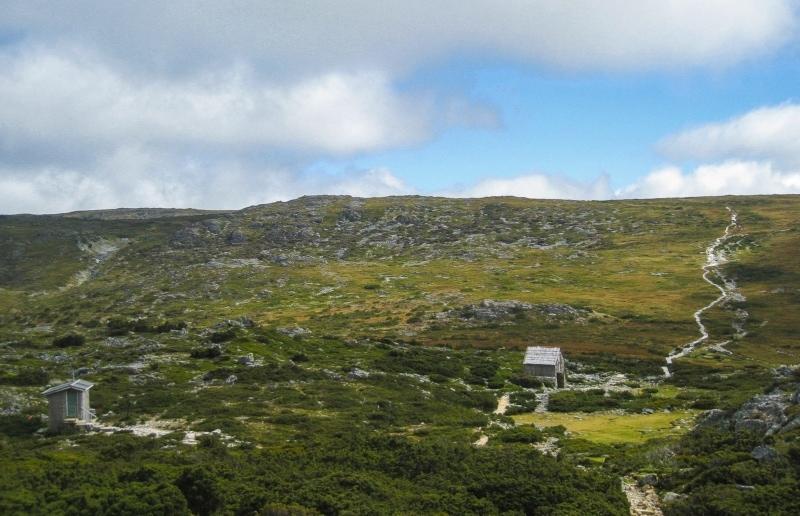 Hiking Cradle Mountain in Tasmania