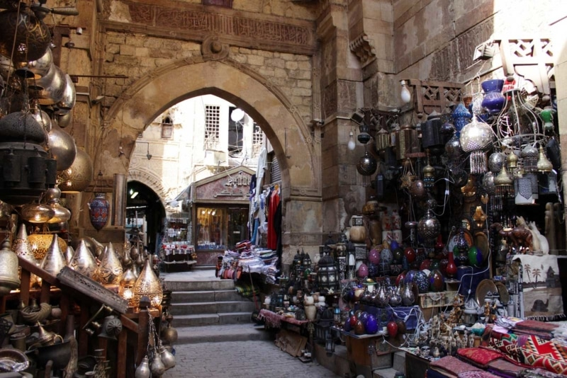 Shopping in Egypt is an easy place to fall for travel scams.