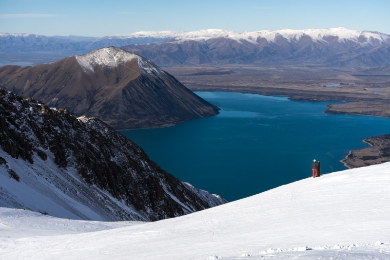 Snowboarding in New Zealand comes with majestic views.