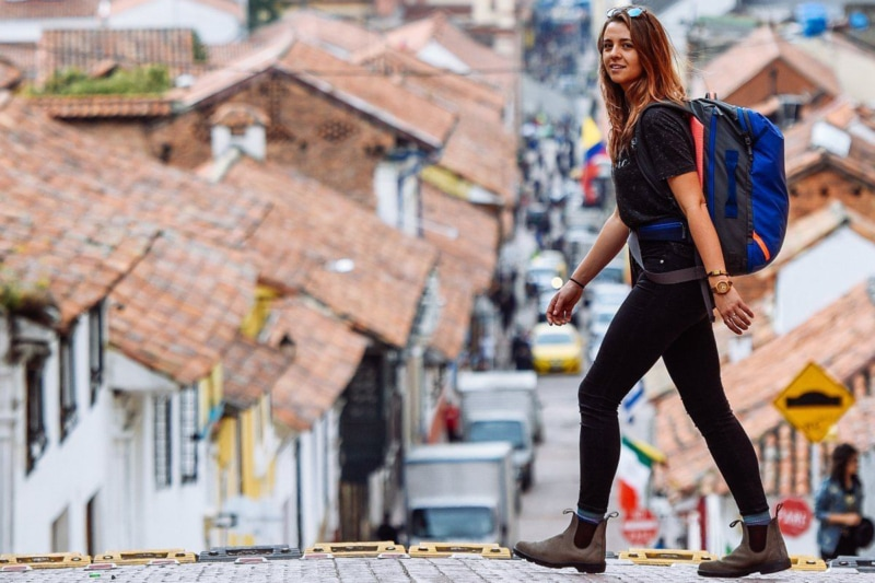 Girl wearing the Cotopaxi Allpa 35L