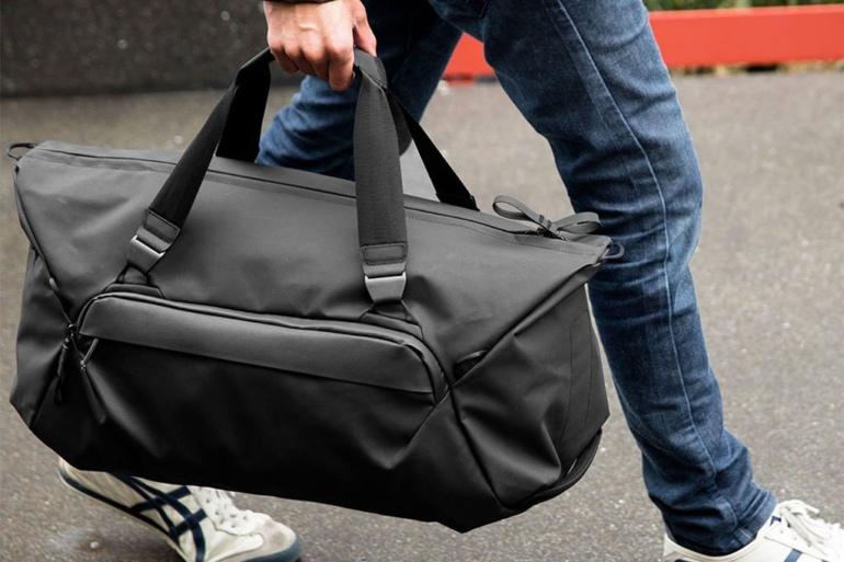 man carrying a Peak Design Travel Duffel